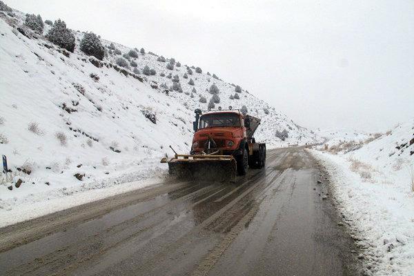 ذخیره ۴۰ هزار تُن شن و نمک جهت استفاده در مناطق برف گیر استان تهران