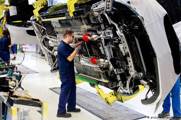 دو دیدگاه متناقض از آینده بازار خودرو