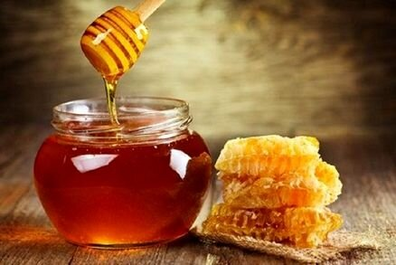 لزوم شناسنامهدار کردن فرآوردههای زنبورعسل در همدان/ مافیای واردات «ژل رویال» سرنگون شود