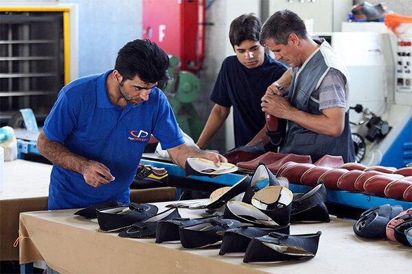نگرانی کفش دوزان از تداوم رکود در بازار؛ دولت حمایت نکند نابود میشویم