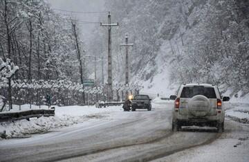 بارش شدید برف در آذربایجان شرقی و اختلال در تردد جاده ای
