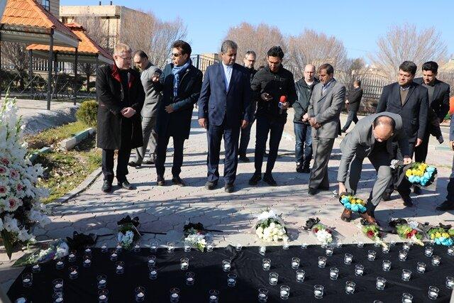 ادای احترام هیئتهای سیاسی به جانباختگان هواپیمای اکراینی