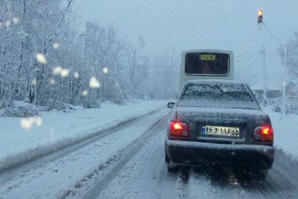 برف راه ارتباطی ۷۹۵ روستای کردستان را مسدود کرد