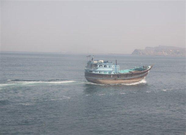 شناور عراقی به گل نشست/ تکذیب ربودهشدن شناور در آبهای ایران