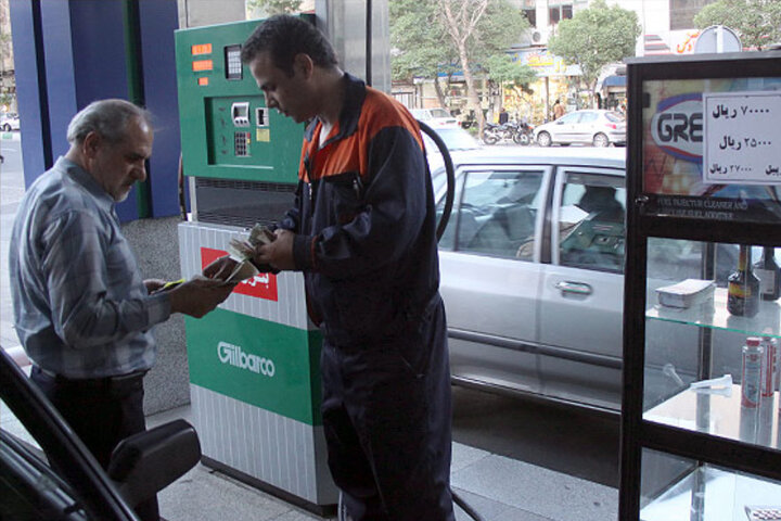 روزانه ۲۰۰ هزار خودرو در قزوین سوخت گیری میکنند/ جایگاه های سوخت کانون شیوع ویروس کرونا هستند