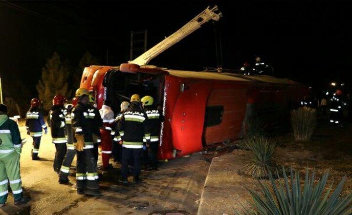 خستگی و خوابآلودگی راننده عامل واژگونی اتوبوس سپاهانشهر