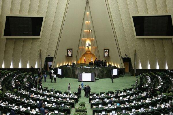 مجلس، پرونده خودروسازی و قراردادهای نفتی را بررسی میکند