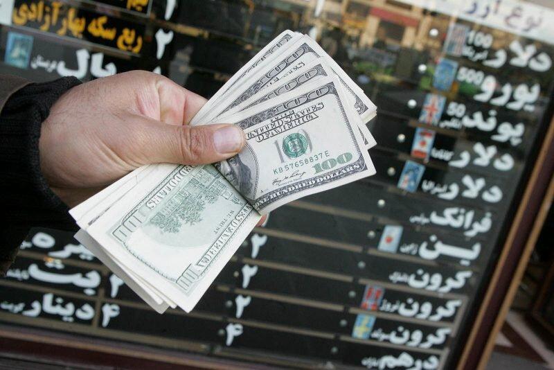 دلار، ۱۲ هزار تومان حباب دارد/ برای سرمایه گذاری وارد بازار ارز نشوید