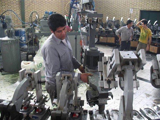 صنعتگران کفش در شهرستان هیدج حمایت نمیشوند| تولید روزانه ۳۰۰ جفت