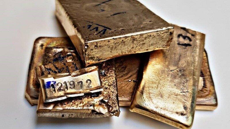 ورود محتاطانه طلا به بورس در سال ۹۹ / معاملات طلایی با ریسک کم و نقدشوندگی بالا