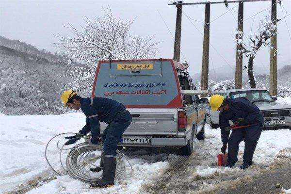 برف و کولاک برق ۴ روستای زنجان را قطع کرد