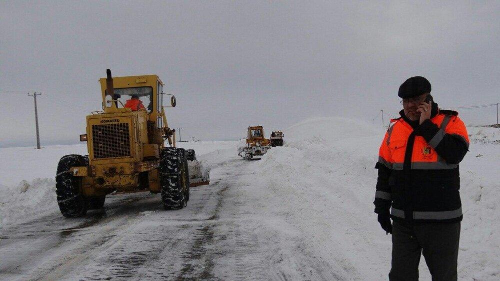 بارش برف در راههای استان سمنان/ جادهها لغزنده ولی باز هستند