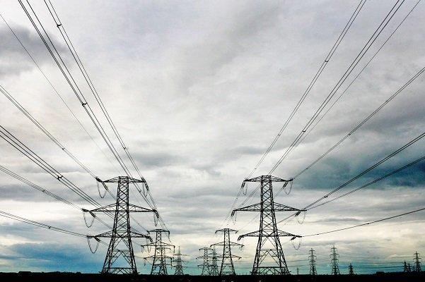 قطعیهای گسترده زمستانه برق| نیمی از نیروگاههایی که از مدار خارج شدند، مشکل تامین سوخت داشتند| آسمان تیره، خانههای تاریک