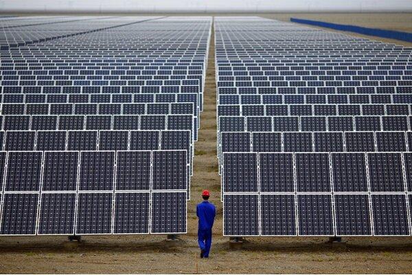 ۱۰۰۰ خانوار نیازمند قزوین مجوز نصب پنل خورشیدی دریافت میکنند