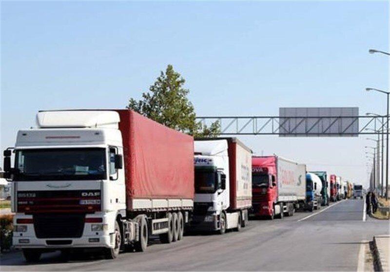 کامیونهای ترانزیتی پشت مرزهای بسته ترکمنستان صف کشیدند