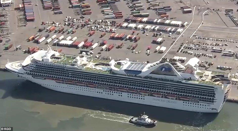 پهلوگیری کشتی کروز کرونا زده در اوکلند