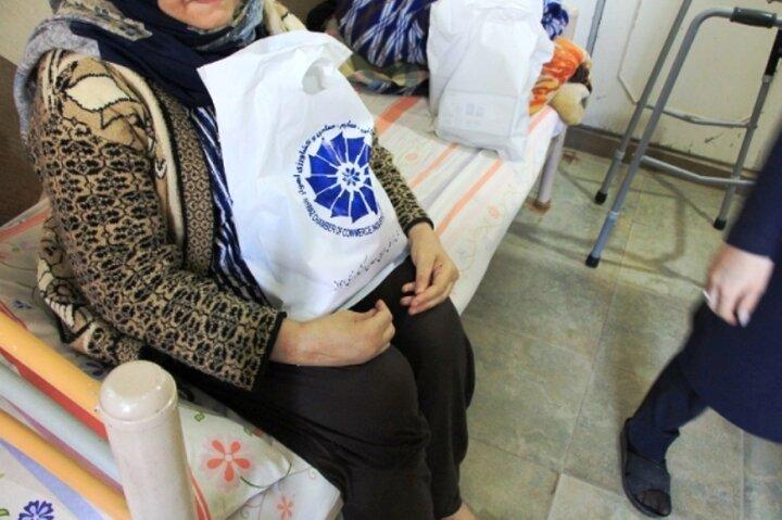 ۱۰۰ بسته بهداشتی در مراکز نگهداری از سالمندان اهواز توزیع شد