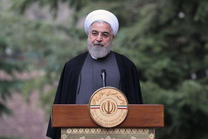 روحانی: ۹۸ سال افتخار ملت ایران بود