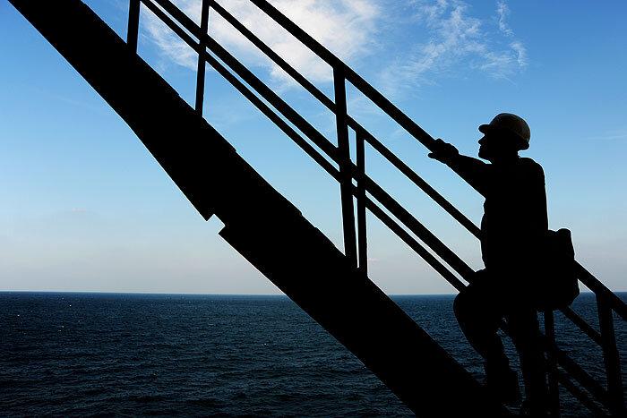رتبه سازمانی کارکنان سکوهای دریایی فلات قاره ارتقا یافت