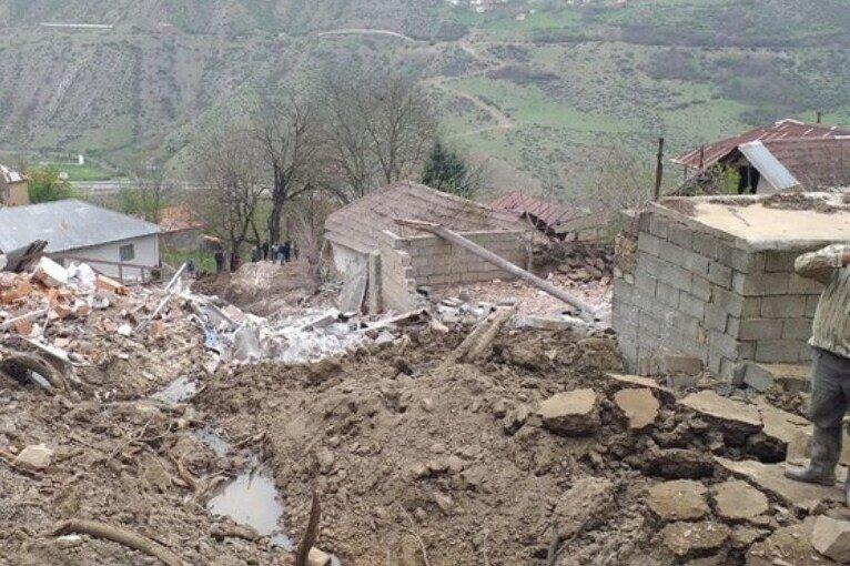 «پیتسرا» روستایی که در آن سنگ میبارد