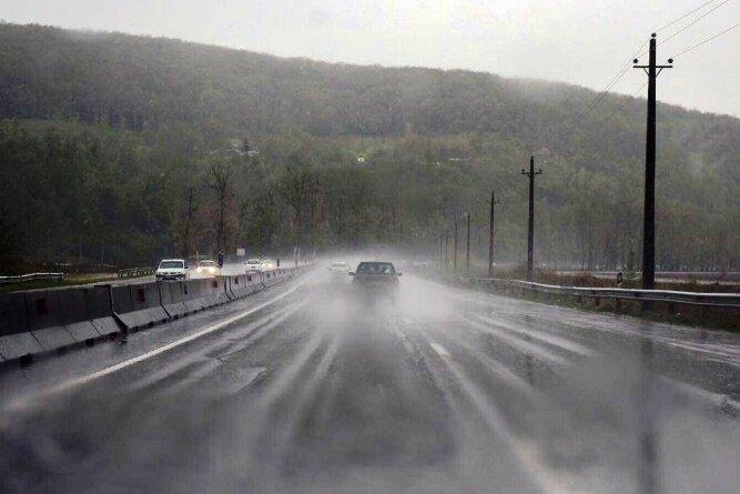 مه غلیظ در برخی از جادههای زنجان حاکم است/ وقوع کولاک در گردنههای کوهستانی