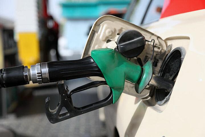 ۱۳.۳ میلیارد لیتر بنزین یارانهای توزیع شد/ پرداخت سالانه ۳.۲ میلیون یارانه به دارندگان خودرو