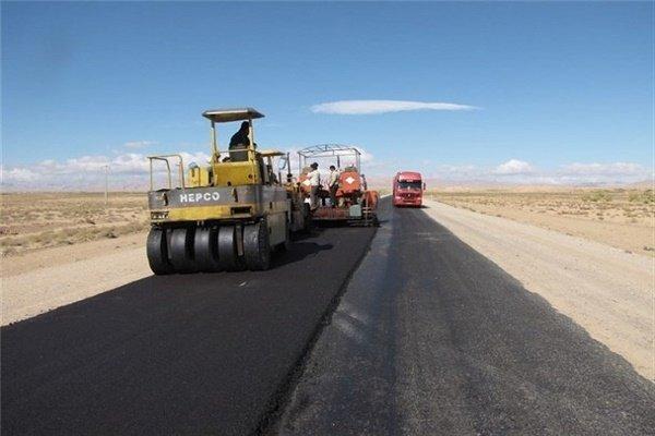 لکه گیری و روکش آسفالت ۱۸ کیلومتر از محور ملایر- اراک در استان همدان