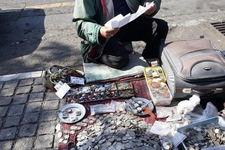 کلکسیون بازهای میلیاردر اسیر سکه های میلیونی/ بساط خیابانی با گردش مالی میلیاردی