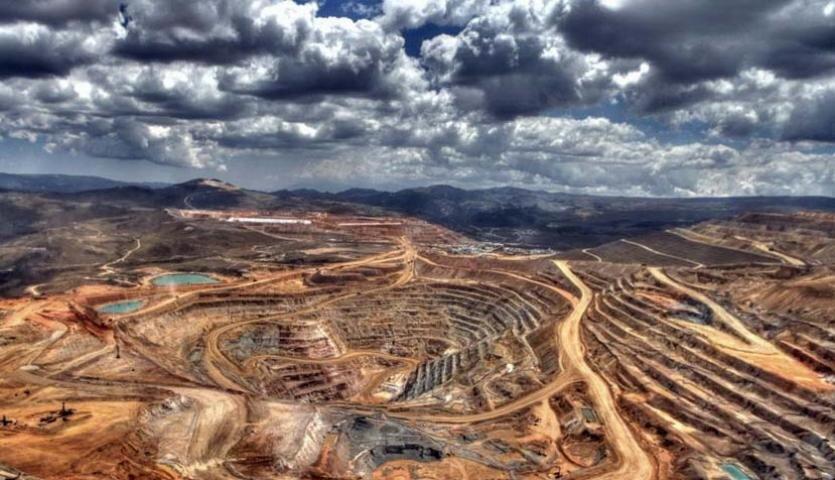 استخراج یک میلیون تن مواد معدنی در لرستان/ ۲۴۰۰ تن سنگ صادر شد