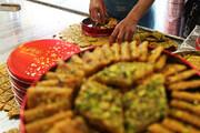 ورشکستگی صنعت سوهان پزی با کرونا؛ سوغات قم مشتری ندارد