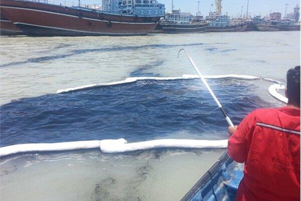 ۲ عملیات مقابله با آلودگی نفتی در کانال دسترسی بندر بوشهر انجام شد