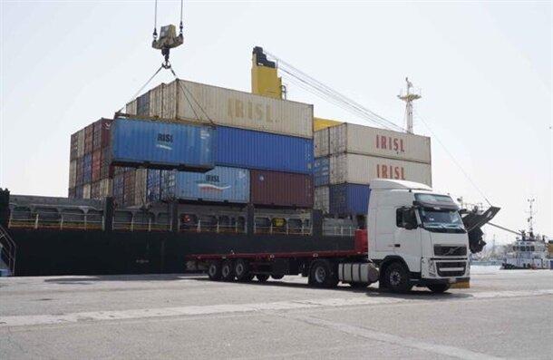 درگیر صادرات ریالی با برخی کشورهای همسایه هستیم
