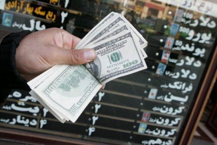 رابطه نرخ ارز و اقتصاد ایران با میزان فروش نفت| افزایش قیمت دلار در رشد صادرات غیر نفتی تاثیر مثبتی نداشته است