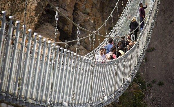 کمتوجهی مسئولان به یک ظرفیت مهم گردشگری؛ پل معلق شیشهای هیر در مسیر تعطیلی