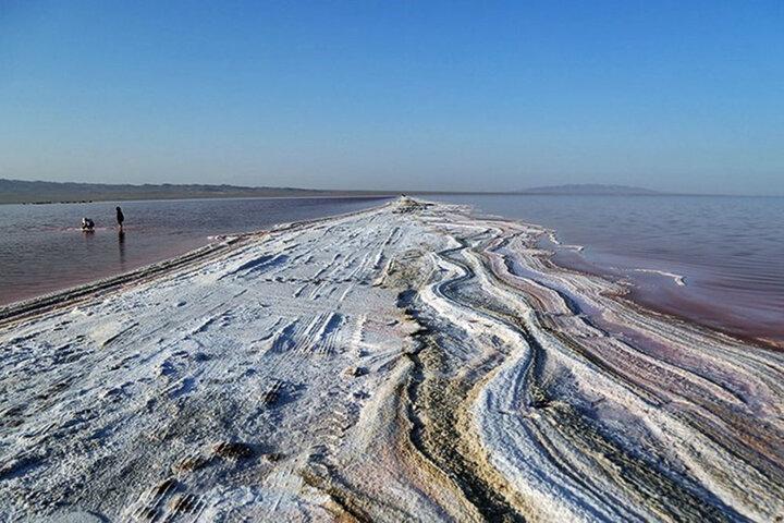 وضعیت سرمایهگذار دریاچه نمک قم سریعتر تعیین تکلیف شود