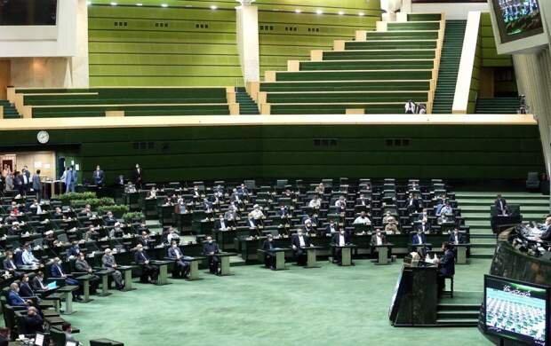 دولت مکلف به ارائه گزارش به مجلس درباره عملکرد ۱+۴ در رفع کامل تحریمها شد