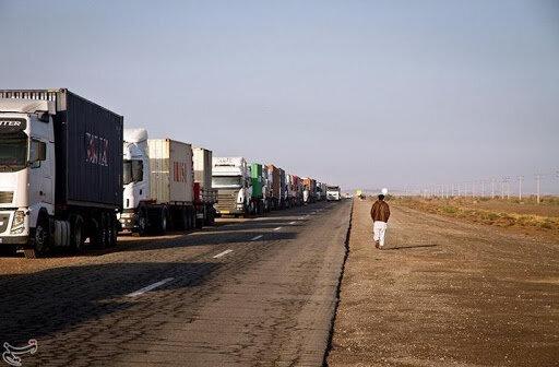 صف خودروهای ترانزیتی در مرز دوغارون کوتاه میشود؛ دستور استاندار برای افزایش ساعت فعالیت