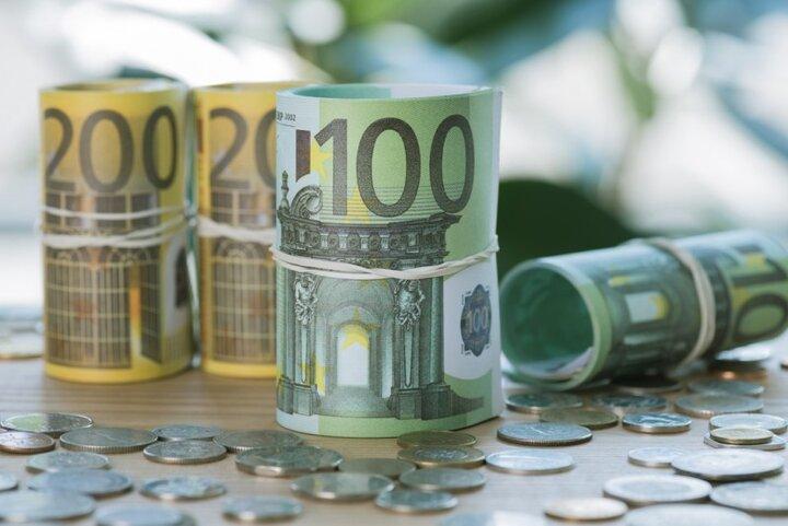 یورو پُرتراکنشترین ارز جهان شد