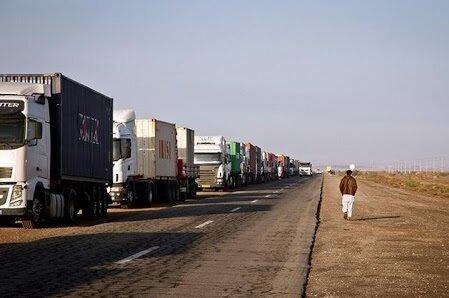 خواب سنگین مسئولان در مسیرهای ترانزیت؛ گره ترافیکی دوغارون باز نشد!