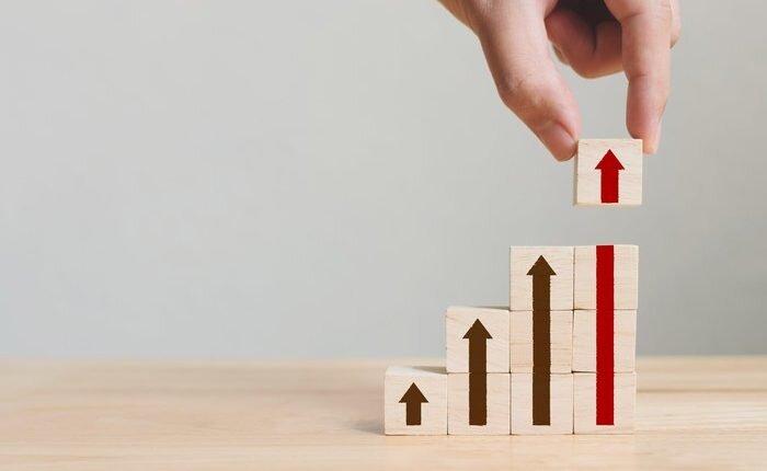 چگونه سهام بخریم تا کمتر ضرر کنیم؟؛ خرید پلکانی و حد ضرر دو اصل مهم برای خریداران سهام