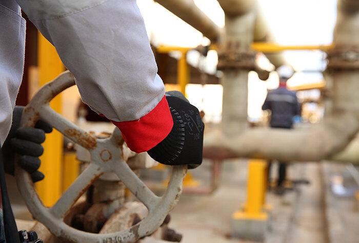 اشتغال نیروهای غیربومی در پروژه های نفتی ایلام/ نیروی بومی همچنان بیکار