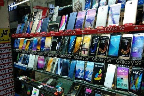 قیمت گوشی تلفن همراه در تلاطم نوسان قیمت ارز/ نبود واردات ضربه مهلک بر پیکر بازار موبایل