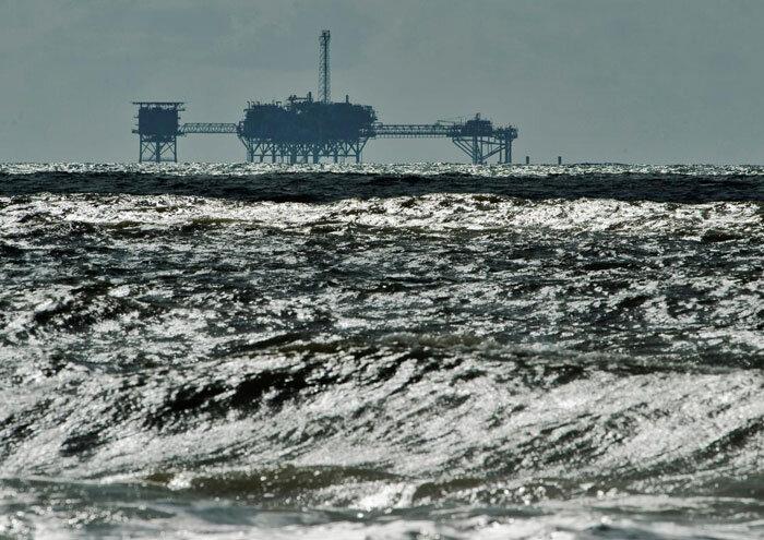 طوفان بخش زیادی از تولید نفت و گاز آمریکا را متوقف کرد