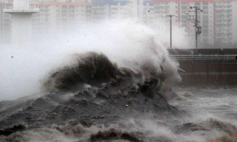 تشکیل کمیته کنترل بحران طوفان سواحل مکران  ارتفاع موجها از ۹ مهر تا ۶ متر خواهد رسید