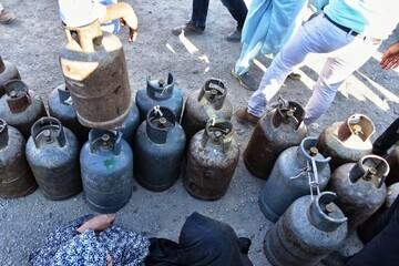 مردم جنوب کرمان در صف گاز و نفت یخ زدند؛ صف هایی که تمامی ندارند