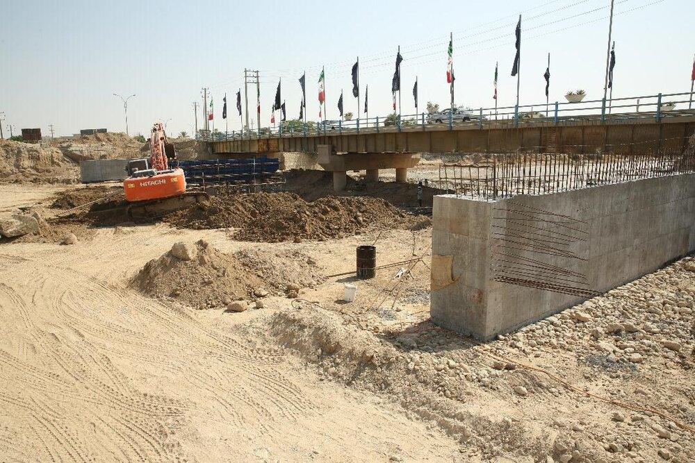 تحقق آرزوی ۱۸ ساله مردم گناوه/ پروژه پل ورودی شهر در حال تکمیلشدن است