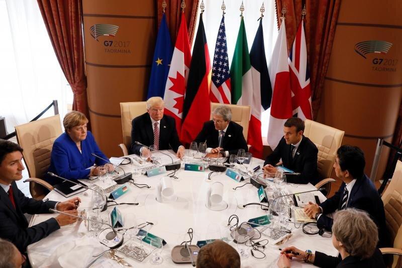 آمریکای کنونی آمادگی رهبری جهان را ندارد/ واشنگتن باید در میز رهبری جهان، یک صندلی داشته باشد اما نه همیشه در راس آن!