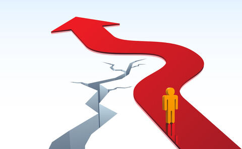 علت رکود و تورم، ساختار به هم ریخته کل اقتصاد است