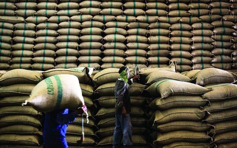 واردکنندگان برنج هم از طغار می خورند هم از فنجان!/ برنجهای خارجی از کیسههای داخلی سر در میآورند!