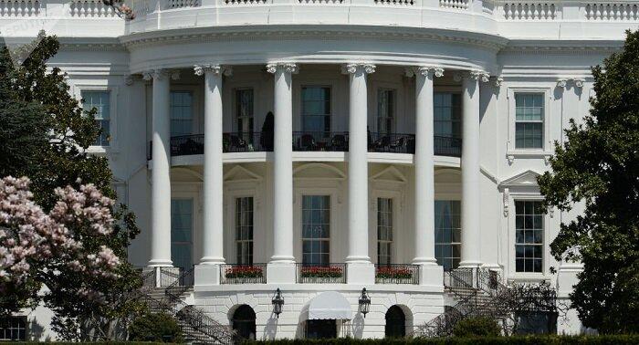 آمریکا طرح تحریم بانکهای ایران را بررسی میکند